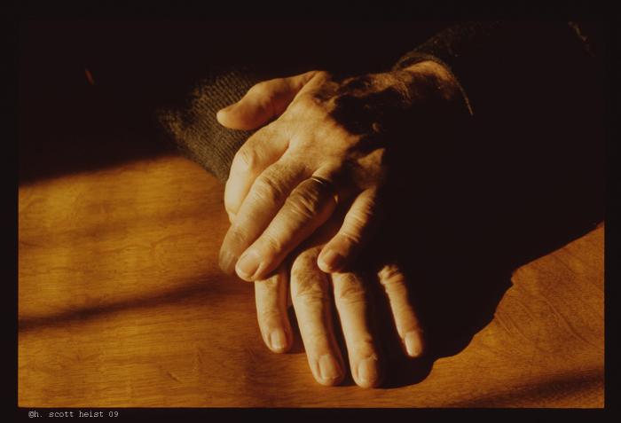 a1b-hands7272-s