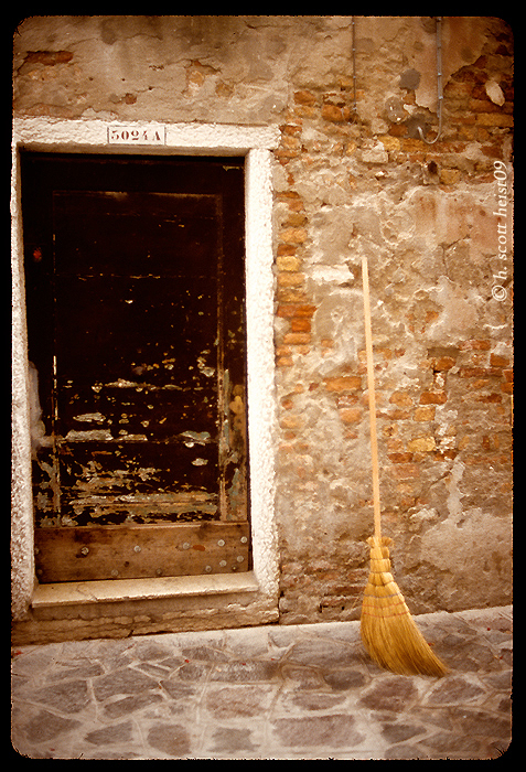 venice-broom-copy-s